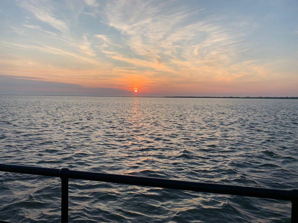 Uitzicht waddenzee vanuit haven Schiermonnikoog aan boord de klipper nova cura