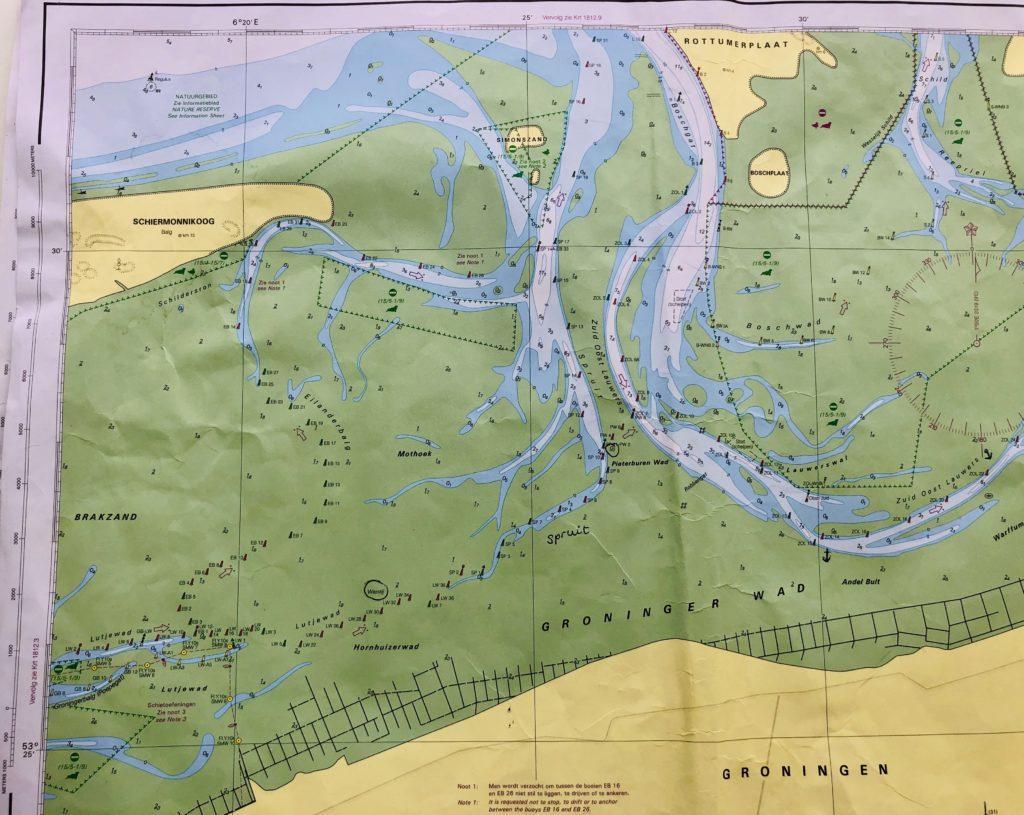 Zeekaart Schiermonnikoog aan boord van klipper nova cura tijdens eilandhoppen
